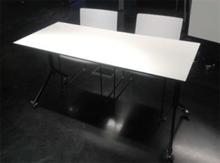 Postolje preklopnog stola s kotačima